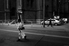 Street life - Chorzów 2019 (Tu i tam fotografia) Tags: blackandwhite noiretblanc enblancoynegro inbiancoenero bw monochrome czerń biel czerńibiel noir czarnobiałe blancoynegro biancoenero street ulica człowiek people ludzie man streetphoto streetphotography fotografiauliczna miasto city polska poland bożeciało architektura architecture urban candid kościół church samochody cars megafon głośnik megaphone loudspeaker streetlife