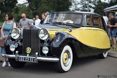 1955 Rolls-Royce Silver Wraith LWB (NielsdeWit) Tags: nielsdewit car vehicle oldtimer oldtimerdag oldtimerfestival veenendaal 2019 dz2332 twotone black yellow rolls royce 1955 rollsroyce silver wraith lwb