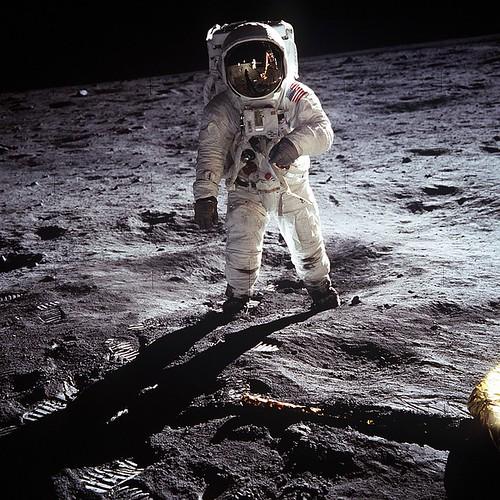 moon-landing-60582_960_720