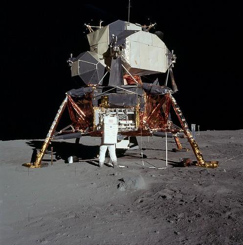 moon-landing-60543_960_720
