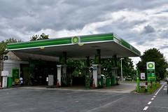 BP, Cirencester Gloucestershire. (EYBusman) Tags: bp petrol gas gasoline filling service station garage cirencester gloucestershire british petroleum eybusman