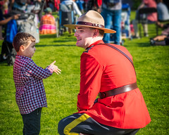 """Honest officer, I saw him do it"" (Repp1) Tags: bc canada hollandpark nationalindigenousday people surrey serge rcmp mountie grc uniform uniforme boy garçon converstaion"