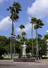 Wilhelmina Park: Queen Wilhelmina statue (© Freddie) Tags: statue aruba renaissance oranjestad oceanhotel renaissancearubaresort fjroll ©freddie wilhelminapark queenwilhelmina