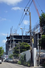 condo under construction on our street (the foreign photographer - ฝรั่งถ่) Tags: condo construction our street bangkhen bangkok thailand nikon d3200
