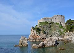 Trono di Spade ... Dubrovnik (Giuliana 57) Tags: croazia dubrovnik mare sea maradriatico roccia rocce vacanze giulianacastellengo giuliana57 reflex nikond5200 nuvole nubi cielo sky castello rocca panorama paesaggio tronodispade dalmazia
