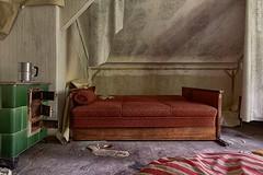 . frail (. ruinenstaat) Tags: oncewashome tumraneedi ruinenstaat lost abandoned house bett bed ofen kachelofen