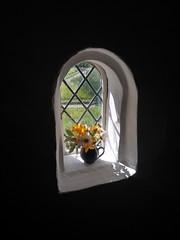 Flowers in the window (daisyglade) Tags: cotehele tudorhouse vase freshflowers window sunlit candles daisies beautifulcornwall