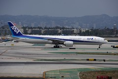 ANA B777-300ER (yuki_alm_misa) Tags: plane airplane 航空機 ロサンゼルス国際空港 losangelesinternationalairport california lax losangeles 飛行機 airport b777300er b777 全日空 ana 全日本空輸 boeing aeroplane aircraft