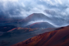 Misty land (Yanbing Shi) Tags: landscape maui haleakala nationalpark sunrise fog misty hawaii