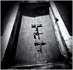 Fotografîa Estenopeica (Pinhole Photography) (Black and White Fine Art) Tags: fotografiaestenopeica pinholephotography lenslesscamera camarasinlente lenslessphotography fotografiasinlente pinhole estenopo estenopeica stenopeika sténopé aristaedu100fomapan kodakd76 puerta door sanjuan oldsanjuan viejosanjuan puertorico bn bw