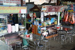 Meanwhile, back at the station food stalls vie for your custom (shankar s.) Tags: seasia thailand bangkok krungthepmahanakhon krungthep bangkoksuburbs outskirtsofbangkok maeklongrailway localmarket localcommerce riversideshopping touristattraction runningrightthroughthemarket dangerouslyclose localproduce fruitandvegetablemarket wetmarket maeklong maeklongtrainmarket maeklongrailwaymarket talatromhup umbrellapulldownmarket exotic safetyhazard railwaystation trainstation srt staterailwaysofthailand dieselrailcartrain dieselmultipleunit dmu