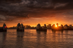 Thames Sunburst (Tracey Whitefoot) Tags: 2019 june tracey whitefoot london sunset dusk thames flood barrier skyline cityscape greenwich peninsula shard greater sunburst river golden gold