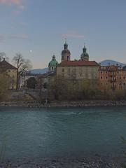 Innsbruck-2018_28 (rhomboederrippel) Tags: rhomboederrippel fujifilm xe1 november 2018 europe austria tyrolia innsbruck clearsky dusk inn river cathedral