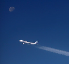 Air to air photography at 12.000 meters!  From Ryanair to Air Italy A330 with the moon in the background (vic_206) Tags: airitaly moon luna airtoair amazing aviation aviacion airbus