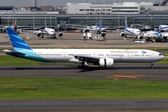 Garuda Indonesia | Boeing 777-300ER | PK-GIG | Tokyo Haneda (Dennis HKG) Tags: plane canon airplane airport aircraft 7d planespotting 100400 skyteam ga tokyo boeing gia 777 garuda haneda hnd boeing777 boeing777300 777300 777300er rjtt garudaindonesia boeing777300er pkgig