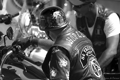 St-Tropez Spirit aux Sablettes (Loran de Cevinne) Tags: lorandecevinne bike bikers harleydavidson var provence pentax people personnage portrait personne personnages noiretblanc noirblanc monochrome blackwhite laseynesurmer lessablettes