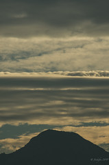 A morning view, the hill, the clouds, the smog. (jeckafou) Tags: santiago chile cerro manquehue hills clouds nubes mañana morning winter invierno