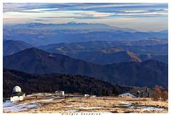 matajur veduta (Giorgio Serodine) Tags: matajur veduta montagne orizzonte erba neve piante alberi pini case cupola canon cielo panorama