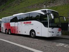 Landtourer Coaches of Fareham Mercedes Benz Tourismo BN17JHE, in Globus livery, at Johnston Terrace, Edinburgh, on 29 May 2019. (Robin Dickson 1) Tags: busesedinburgh landtoureroffareham mercedesbenztourismo bn17jhe globustours