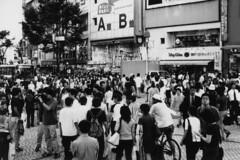 The Shibuya crowd (lebre.jaime) Tags: bw japan tokyo blackwhite noiretblanc crowd shibuya pb contax 日本 epson 東京 g2 v600 planar pretobranco analogic 2045 affinity film135 澁谷 affinityphoto