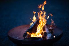 Feuerschale (towytopper) Tags: feuerschale feuer nacht licht holz brennt