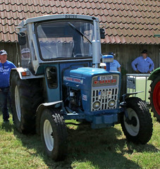 Ford tractor (Schwanzus_Longus) Tags: oyten german germany old classic vintage vehicle machine farm farming ford 2000 tractor