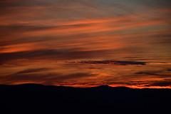 DSC_8889 (griecocathy) Tags: paysage coucher soleil ciel nuage montagne noir oranger orange bleu crème gris