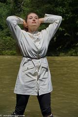 White Rains sexiness (65 pics) (sexyrainwear_dot_online) Tags: raincoat regenmantel pvc rainjacket regenjacke wellies gummistiefel rubberboots