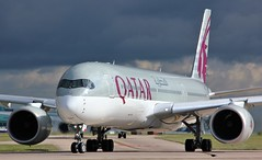 A7-ALH (AnDyMHoLdEn) Tags: qatar a350 oneworld egcc airport manchester manchesterairport 23l