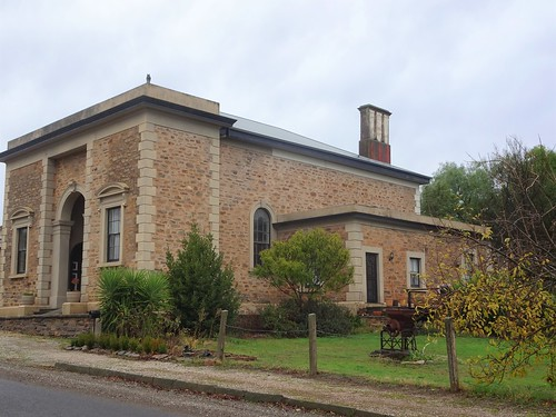 Kapunda. The former classical style Court House built in 1866 next to the 1852 police station. Now a residence.