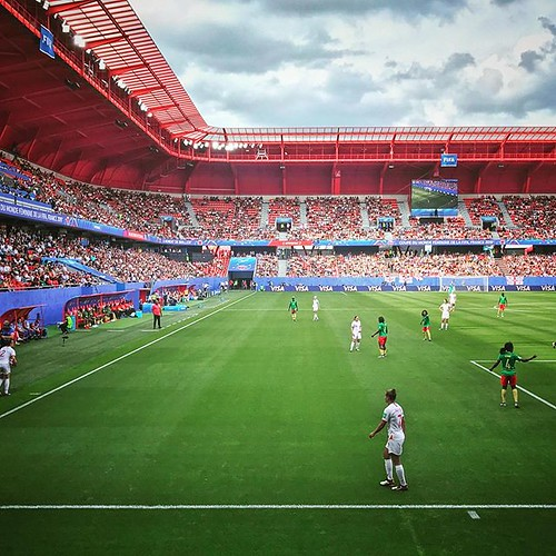 [\] • Game time. For teams who wanted to play anyway... ⚽️ • #worldcup #fifawwc #womensworldcup #wwc19 #fifawwc2019 #valenciennes #england #cameroon #pitchside #matchday #gametime #football #engcmr #green #diagonal #diagonalley #stadeduhainaut #cou