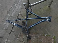 Dead bike (stillunusual) Tags: edinburgh city scotland uk streetphotography street urban urbanscenery bike bicycle cycle deadbike abandoned sad holiday vacation travel travelphotography travelphoto travelphotograph 2019
