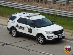 Ozaukee County Sheriff K-9 (Photographer Asher Heimermann) Tags: ozaukeecounty sheriff deputysheriff police policesuv policevehicle policedog k9