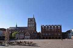 Stralsund, Marktplatz, mit Rathaus und Nikolaikirche (julia_HalleFotoFan) Tags: stralsund strelasund mecklenburgvorpommern ostsee balticsea marktplatz rathaus