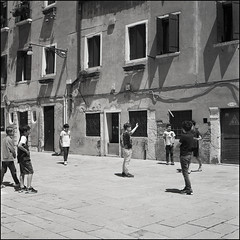 Venice (Koprek) Tags: rolleiflex28f film 6x6 120 venice italy ilfordhp5 kids streetphotography street stphotographia stphotography