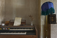 . the lonesom pianist (. ruinenstaat) Tags: tumraneedi ruinenstaat platzderaltensteine inruins lost lostplace leerstand oncewashome urbex urbanexploring urbanexploration neglected abandoned alt decay derelict dust staub forgotten forlaten klavier piano