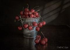 Cerezas (monsugar) Tags: color cerezas luces sombras bodegon stillife interior fruta photo art