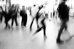people in motion (Francisco (PortoPortugal)) Tags: 1172019 20190611fpbo9505edit monochrome monocromático pretoebranco blackandwhite bw nb pb peopelinmotion movimento blur