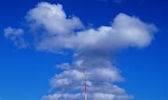 Y ella en medio (enrique1959 -) Tags: martesdenubes martes nubes nwn bilbao vizcaya paisvasco españa euskadi europa