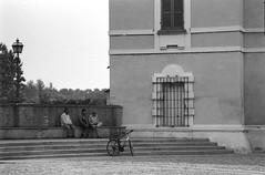 """ la sosta...."" (Davide Zappettini) Tags: people relax bicycle street city urban talking davidezappettiniphotography blackandwhite bw bianconero filmphotography filmbw monochrome pellicola colorno ilford"