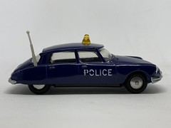 Metosul Portugal - Number 22 - Citroen DS19 - Police Car - Miniature Diecast Metal Scale Model Emergency Services Vehicle. (firehouse.ie) Tags: citroen ds police metosul cars portugal car metal miniatures miniature model cops models coche cop coches citroends citroends19 citroens