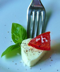 MM styling food on a fork (BrigitteE1) Tags: mm macromondays stylingfoodonafork macro makro food italien fork green white red pepper salt