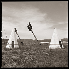 Indian trading post Nº 2 (efo) Tags: bw film teepees tipis arrows roadside tradingpost indian nativeamerican hasselblad