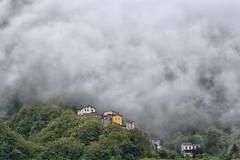 In den Wolken (grasso.gino) Tags: italien italy italia toskana toscana tuscany nikon d7200 häuser houses berg mountain wolken clouds