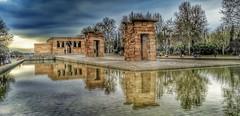 Templo de Debod, Madrid. (Santos M. R.) Tags: madrid españa spain templodedebod templo debod reflejo agua mirror nubes clouds árboles