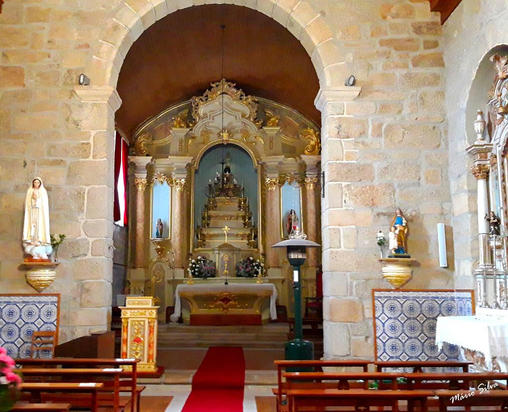 Águas Frias (Chaves) - ... ala central da Igreja matriz destacando-se o belo altar mor ...
