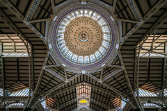 the dome above the groceries (Blende1.8) Tags: dome kuppel markt valencia mercatcentral markthalle spain europe symmetry symmetrie sel1224g ceiling construction structure wideangle wide architecture architektur indoor inside geometry geometric geometrie market markethall indoormarket sony alpha ilce7rm2 a7rii