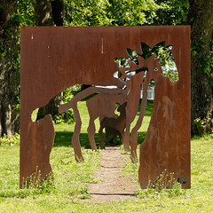 Rådyraksen (mrpb27) Tags: gcinfo geocaching cache gc7jw3c art kunst sculpture lykkebergparken rådhusparken fredrikstad østfold norway norge nikon d5200 18200mmf3556gedifafsvrdx dxophotolab mrpb27