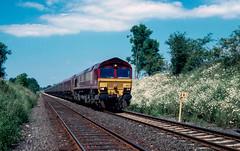 Daisy Train.... 66 132 at Kirkby Thore. June 2005. (Marra Man) Tags: kirkbythore milepost281 ews class66 class660 66132 6m33