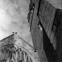 Up (4foot2) Tags: lamberhurst stmarythevirginchurch church lookingup building analogue film filmphotography 120film mediumformat oldfilm outofdatefilm expiredfilm experimental bw blackandwhite monochrome mono svema svemafoto65 foto65 свема свемафото65 фото65 fn65 cccp светочувствительныематериалы fsu formersovietunion kiev kiev88cm 88cm киев88cm ukrainiancamera киев carlzeissjenabiometar80mm28 carl carlzeissjena zeiss jena biometar80mm28 biometar 80mm f28 28 standdevelop rodinal 2019 fourfoottwo 4foot2 4foot2flickr 4foot2photostream